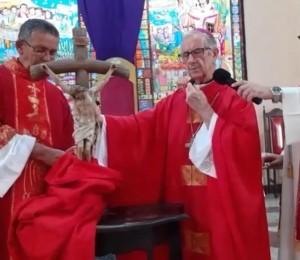 Dom Petrini preside a celebração da Paixão de Cristo na Catedral Diocesana
