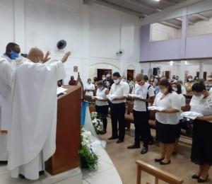 Ministros Extraordinários da Eucaristia da Paróquia Santa Marcelina receberam a investidura neste domingo (30/05)