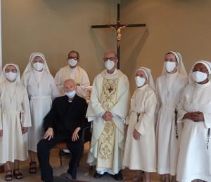 Irmãs Damiãs de São José professam votos perpétuos e recebem reconhecimento Diocesano
