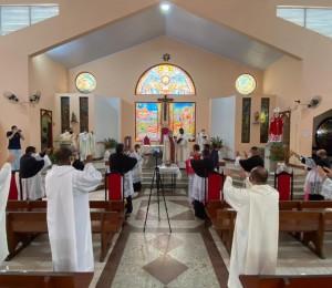 Missa dos Santos óleos marca a manhã desta Quinta-Feira Santa (01/04) na Catedral São Thomaz de Cantuária