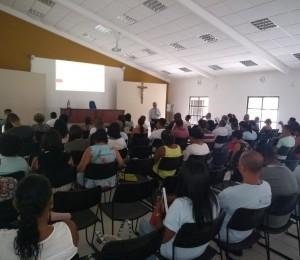 Alunos  participam da aula inaugural do curso de extensão em teologia pastoral