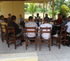 Seminaristas da Diocese participam de encontro com dom Petrini