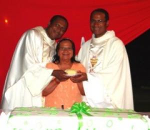 Padres Reinaldo e Miguel comemoraram aniversário sacerdotal no último domingo
