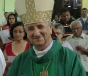 Dom Petrini comemorou 67 anos ao lado dos fiéis neste domingo