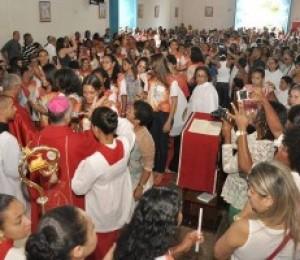 Festejos na Paróquia Divino Espírito Santo encerra com sacramento do Crisma