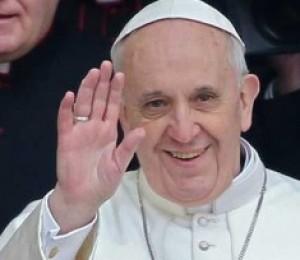 Católicos fazem doação para ajudar a caridade do Papa