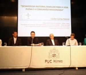 Palestra de dom João Carlos Petrini reúne estudantes e religiosos,  na PUC Minas