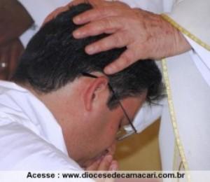 Diácono Edson Queiroz é ordenado em Camaçari