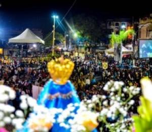 Fiéis se reúnem para celebrar festa em honra a Nossa Senhora das Candeias