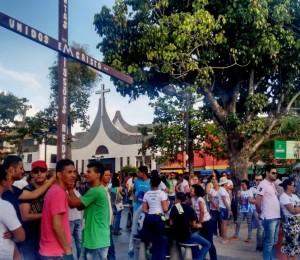Sexta-Feira Santa : Fiéis participam da Via Sacra da Juventude