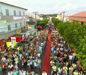 Milhares de fiéis participam da festa do Cristo Ressuscitado em Camaçari