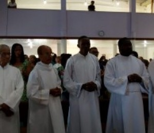 Candidatos ao diaconato receberam o ministério do acolitato e leitorado em São Sebastião do Passé