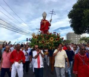 Com procissão e missa, fiéis festejam São Thomaz de Cantuária em Camaçari