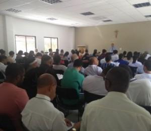 Subsídio para o Ano Eucarístico é apresentado durante encontro com sacerdotes e religiosos