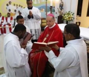 Pelas mãos de Dom Petrini, seminarista da Diocese de Camaçari recebeu o Leitorato